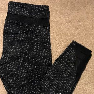 Lululemon 7/8 pants with mesh & zipper pockets